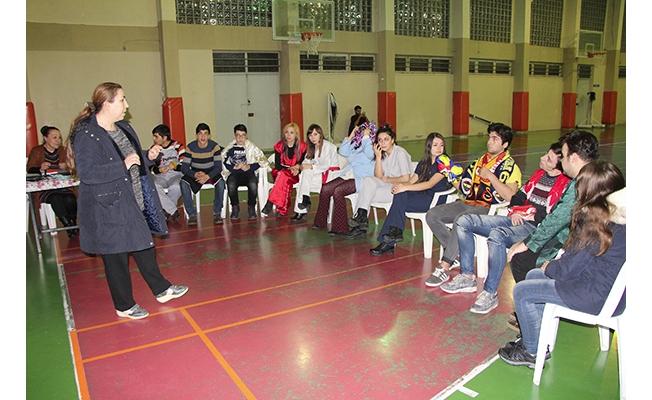 Gençlere tiyatrolu terapi