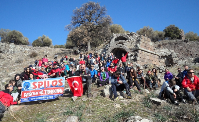 Spilos dağcıları  Aigai'de