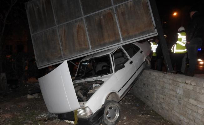 Manisa'da polis uygulamasından kaçmak isteyen sürücü kaza yaptı