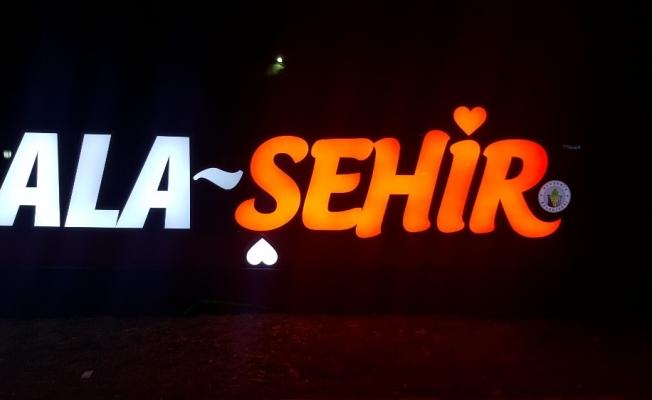 Yeni ışıklandırma Alaşehir'e renk kattı