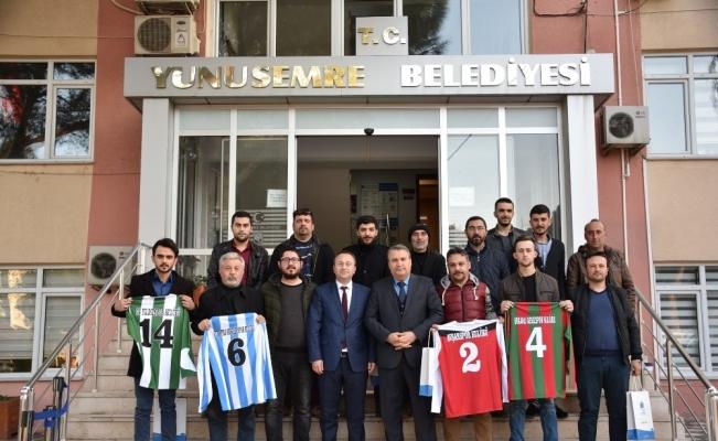 Yunusemre'den Turgutlulu amatör takımlara forma desteği