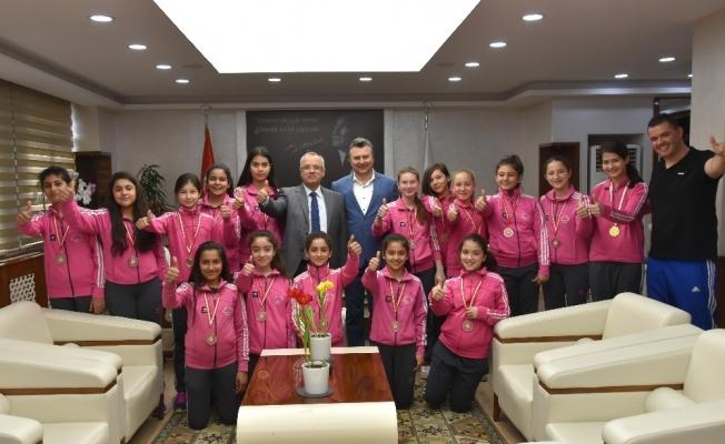 Başkan Kayda, şampiyon kızları ağırladı