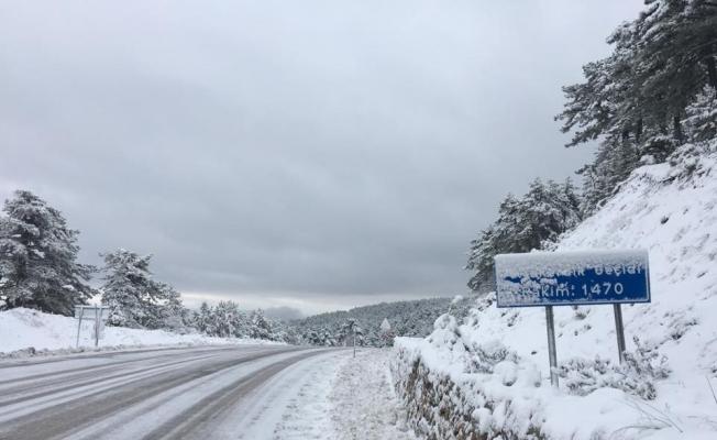 Demirci'de yüksek kesimlerde kar yağışı