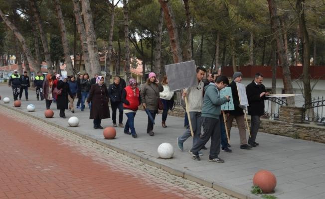 Kula'da Tıp Bayramı yürüyüşü