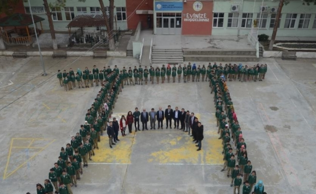Öğrenciler Pi sembolü oluşturdu