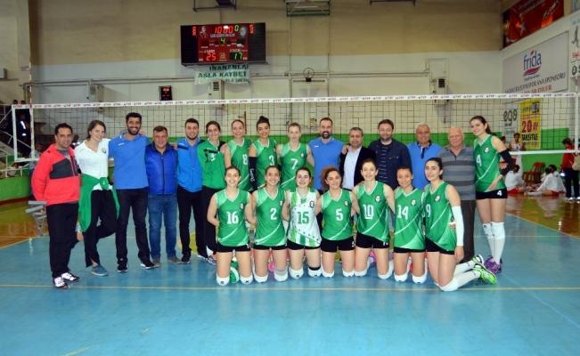 Salihli Belediyespor filede sezonu galibiyetle kapattı