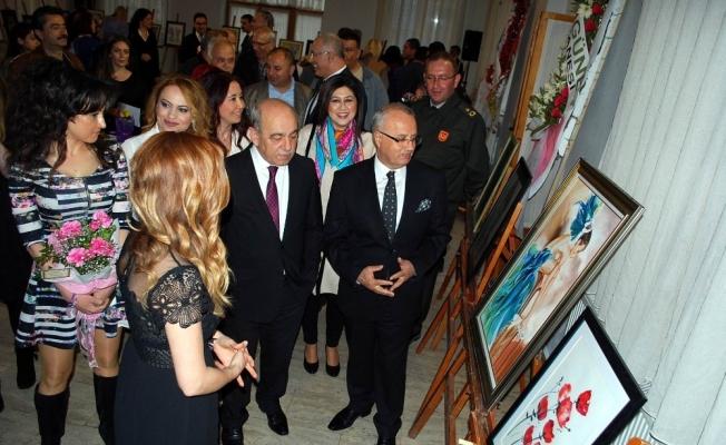 Salihli'de 8 Mart'a özel resim sergisi