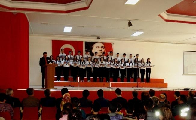 Sarıgöllü öğrenciler Mehmet Akif'i andı