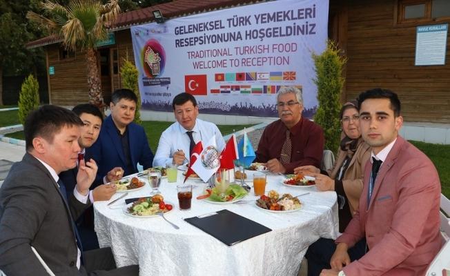 Yabancı konuklar için Türk yemekleri gecesi düzenlendi