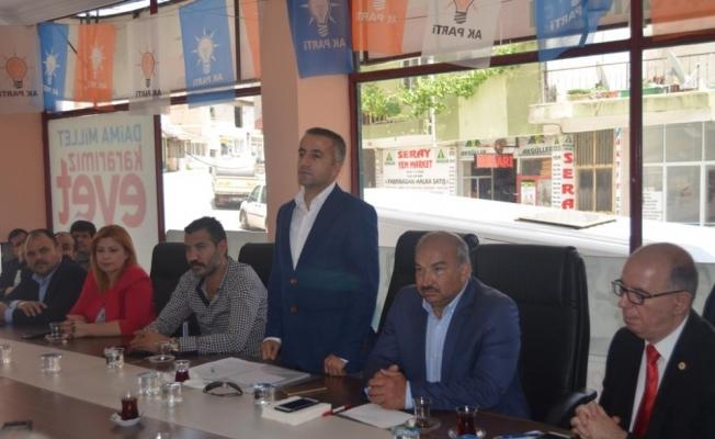 AK Parti Selendi'de halk oylaması ve yatırımları değerlendirdi