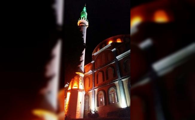 Alacalar Camii ışıl ışıl