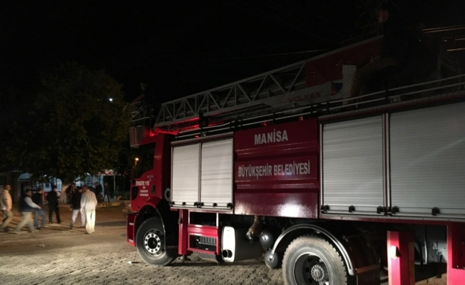 Deprem bölgesinde itfaiye ekiplerinden yoğun mesai
