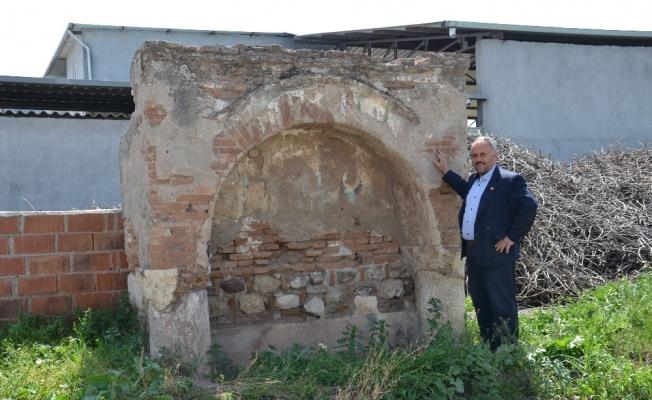 Kaderine terkedilen tarihi çeşme restorasyon bekliyor