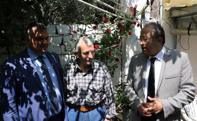 Manisa Büyükşehir'den evi yanan iki aileye yardım eli
