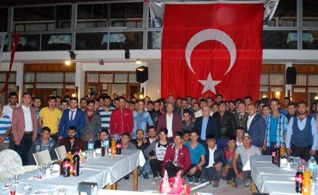 Mehmetçiklere Başkan Kayda'dan yemekli uğurlama