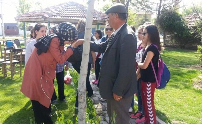 Öğrenciler okullarına ismi verilen Şehit Halisdemir'in kabrini ziyaret etti