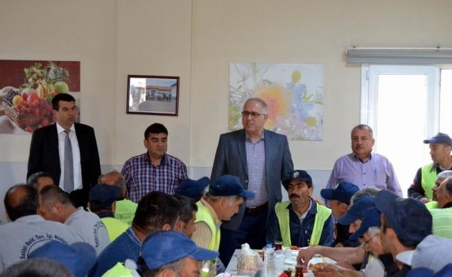 Salihli Belediyesinden işçilere 1 Mayıs kahvaltısı