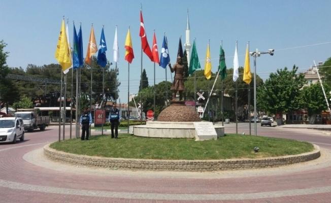 Saruhanlı'daki bayraklar yenilendi