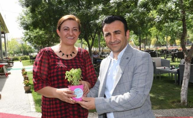 Türk Sağlık-Sen'li kadınlardan çifte kutlama