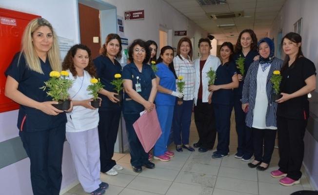 Yunusemre Belediyesi hemşireleri unutmadı