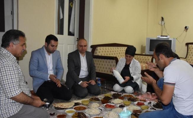 AK Parti Manisa 50 yöneticiyle 50 evde iftar açtı