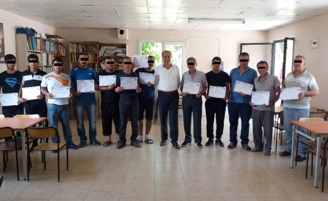 Akhisar Açık Cezaevi'nde 20 hükümlü girişimcilik belgesi aldı