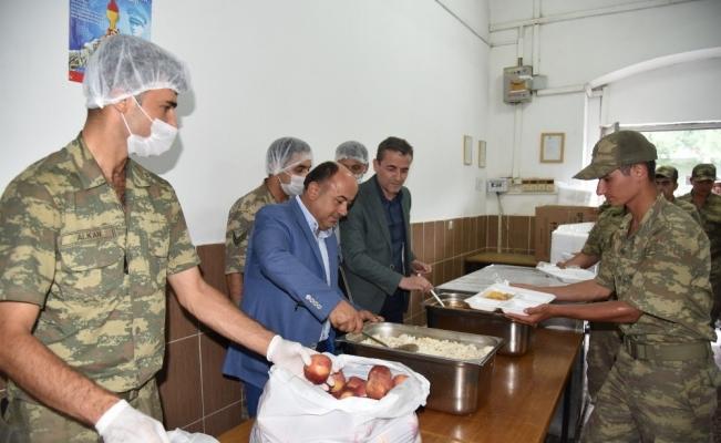 Askerlerin yemekleri bu kez Yunusemre Belediyesinden