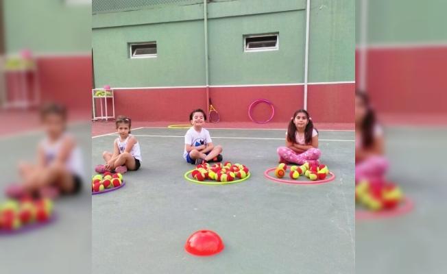 Geleceğin tenisçileri Yunusemre'de yetişiyor