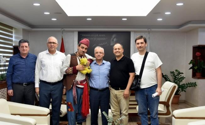İzmirli sanatçılar Başkan Kayda'ya veda etti