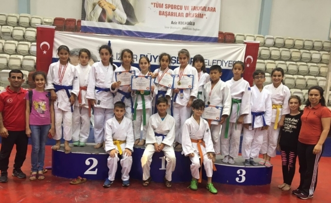 Salihlili judocular turnuvada göz doldurdu