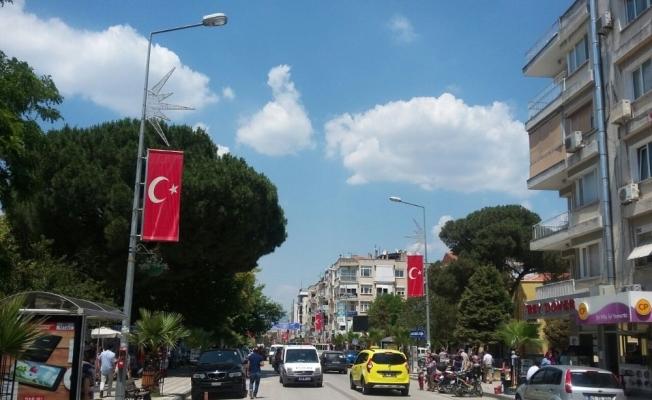 Turgutlu Atatürk Bulvarı kırmızı-beyaza büründü