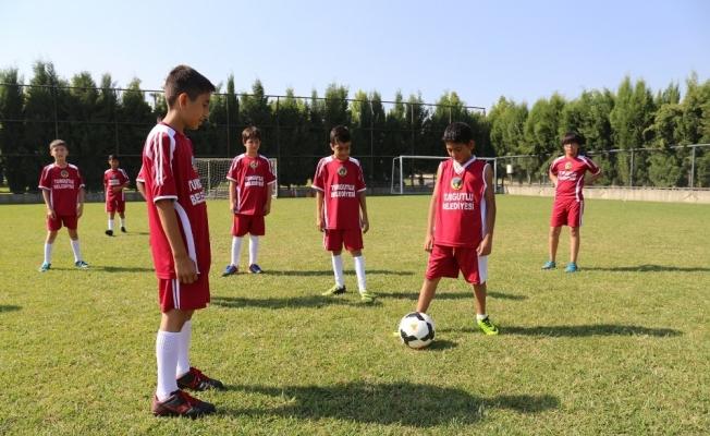 Yaz spor okulu Turgutlulu çocukları bekliyor