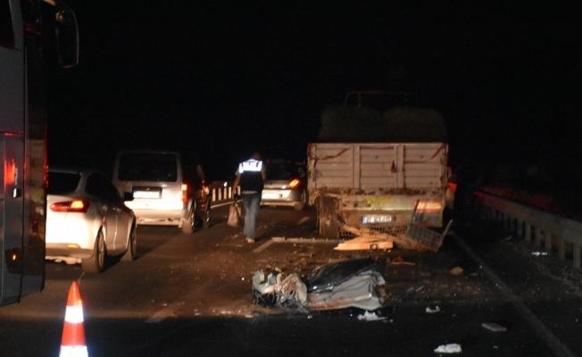 Akhisar'da feci kaza 2 ölü, 1 yaralı