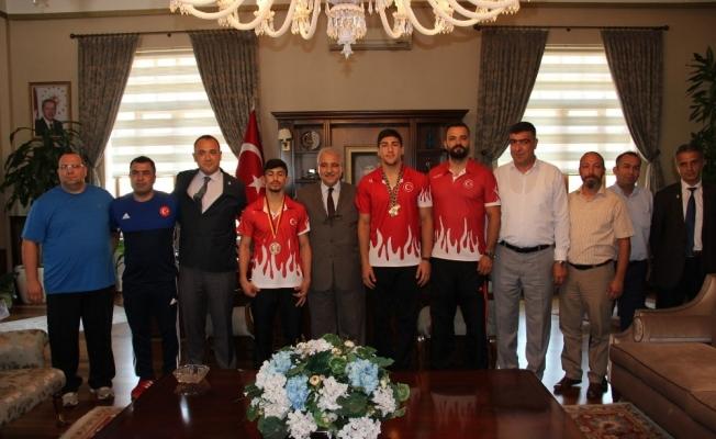 Avrupa Şampiyonluklarını 15 Temmuz şehitlerine armağan ettiler