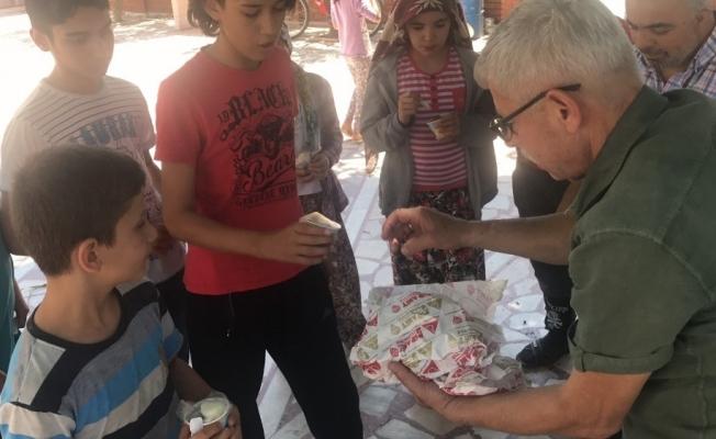 Hayırsever işadamından Kur'an öğrenen çocuklara ücretsiz dondurma
