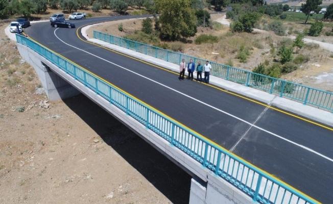 Bir köprüyle 6 mahalle birbirine bağlandı
