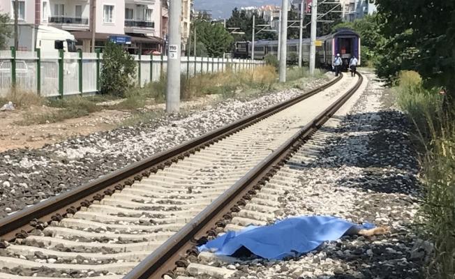 Manisa'da trenin çarptığı 14 yaşındaki çocuk öldü