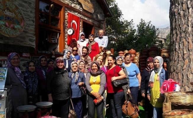 Ahmetlili kadınlar Birgi'yi gezdi