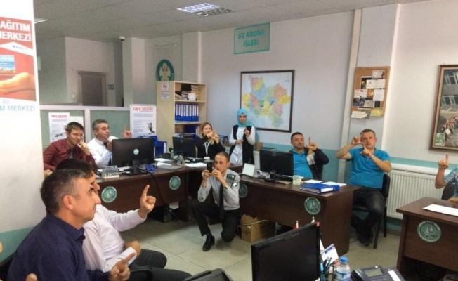 Büyükşehir personeli işaret dili öğreniyor