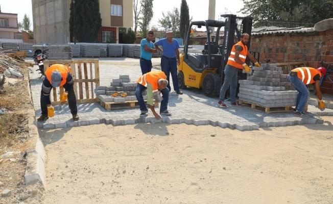 Turgutlu'da yollara kilit parke taşı