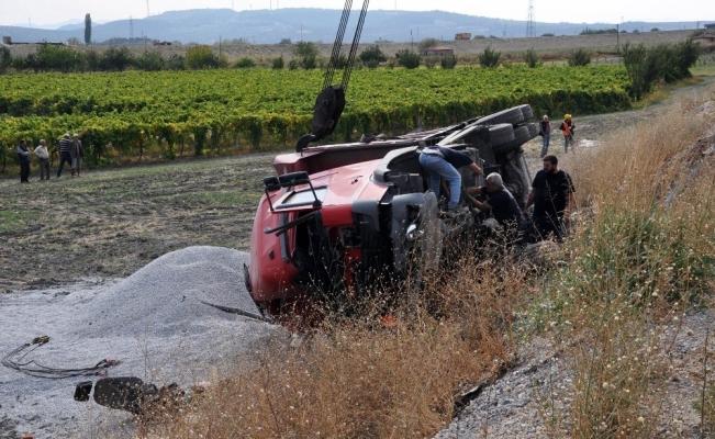 Yol yapımında çalışan kamyonlar çarpıştı: 1 yaralı