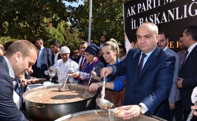 AK Parti Manisa İl Başkanlığından 2 bin 500 kişilik aşure ikramı