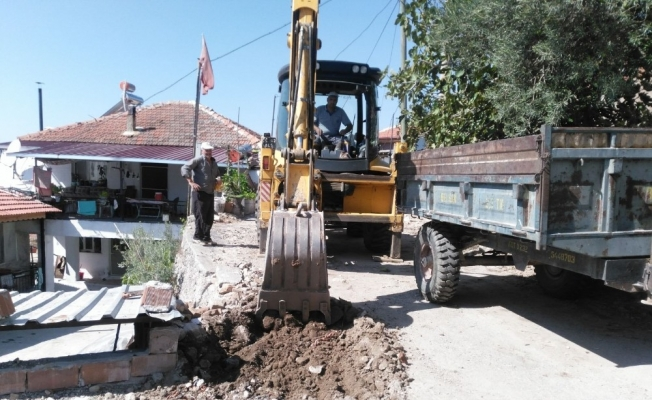 Alaşehir Belediyesi'nden kırsal mahallelerde asfalt çalışması