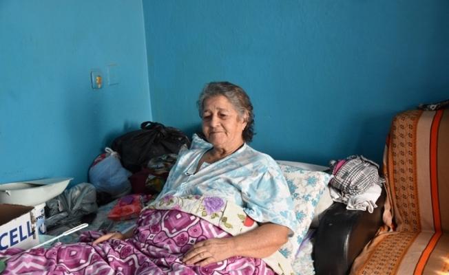 Alaşehir Belediyesinden yaşlı kadını sevindiren çalışma