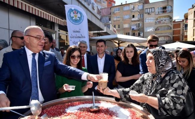 Başkan Ergün Aşure dağıttı hayır duası aldı