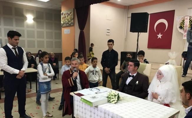 Başkan Yaralı genç çiftin nikahını kıydı