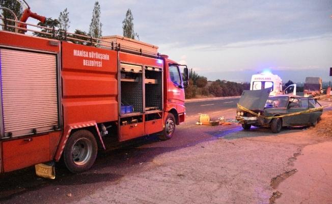 Kamyonla otomobil çarpıştı: 1 ölü, 4 yaralı