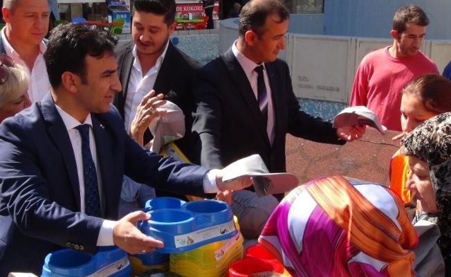 Manisa'da 250 adet mama kabı dağıtıldı