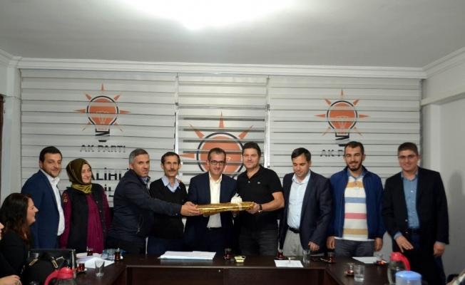 Salihli AK Parti görev dağılımı yaptı