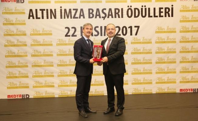 Başkan Şirin'e 'Altın İmza Başarı Ödülü'